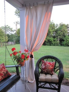 theelmlife_backyardinspiration_curtains