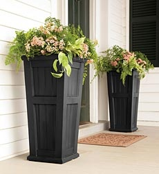 theelmlife_backyardinspiration_tallplanters