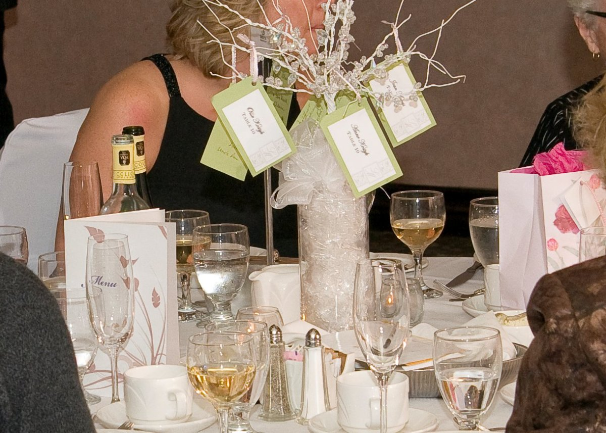 Throwback diy reception place cards centrepieces the for Wedding reception centrepieces