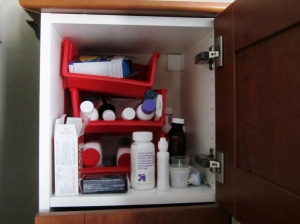 theelmlife_medicinecabinet_before