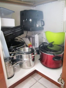 theelmlife_kitchencabinet_before